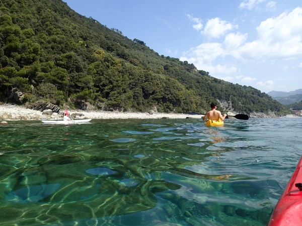 By kayak to Riva Trigoso, between Sestri Levante and Moneglia